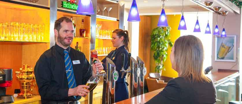 austria_st-christoph_chalet-hotel-st-christoph_chalet-hotel-staff-customer.jpg